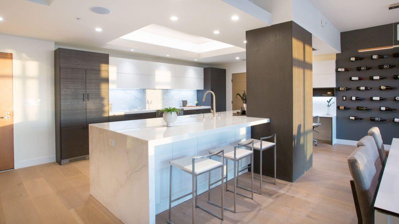 Ako tráviť viac času s rodinou? Vyskúšajte spojiť obývačku s kuchyňou.