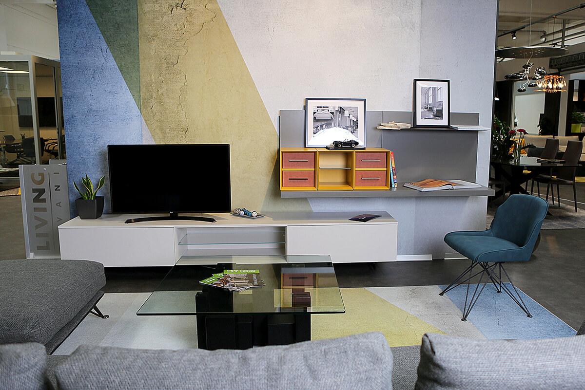 Showroom bytového a kancelárskeho nábytku v New Living Center